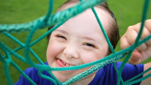 El juego es vital para el crecimiento de cualquier niño, por eso es importante contar con juguetes inclusivos para todos los chicos (Getty Images)