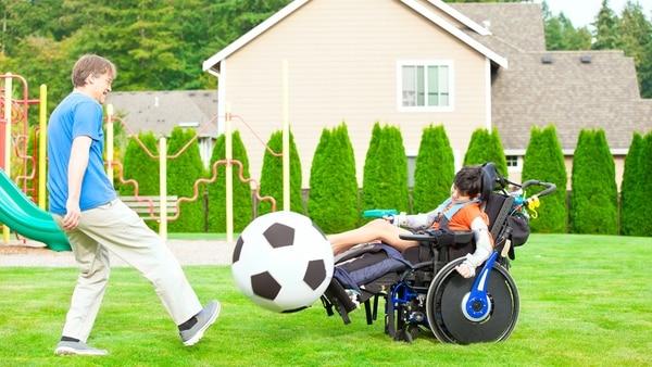 Jugar tiene múltiples funciones para los niños con discapacidad pero fundalmente es que se pueden divertir y se estimulan sus sentidos (Getty Images)