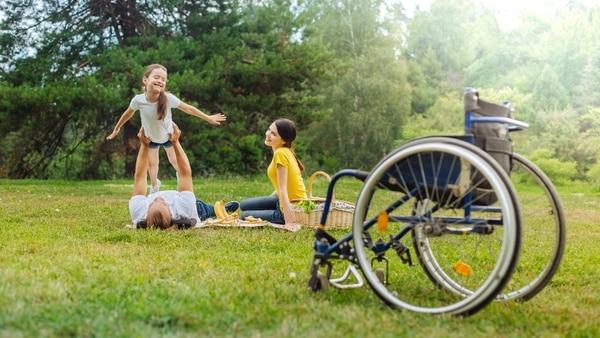 Jugar es un derecho de la infancia y los adultos tienen la responsabilidad de velar por su cumplimiento (Getty Images)