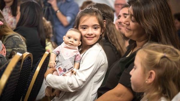 Gracias al papá de Sofía se creó la primera muñeca con rasgos de un niño con trisomia 21 (Guille Llamos)